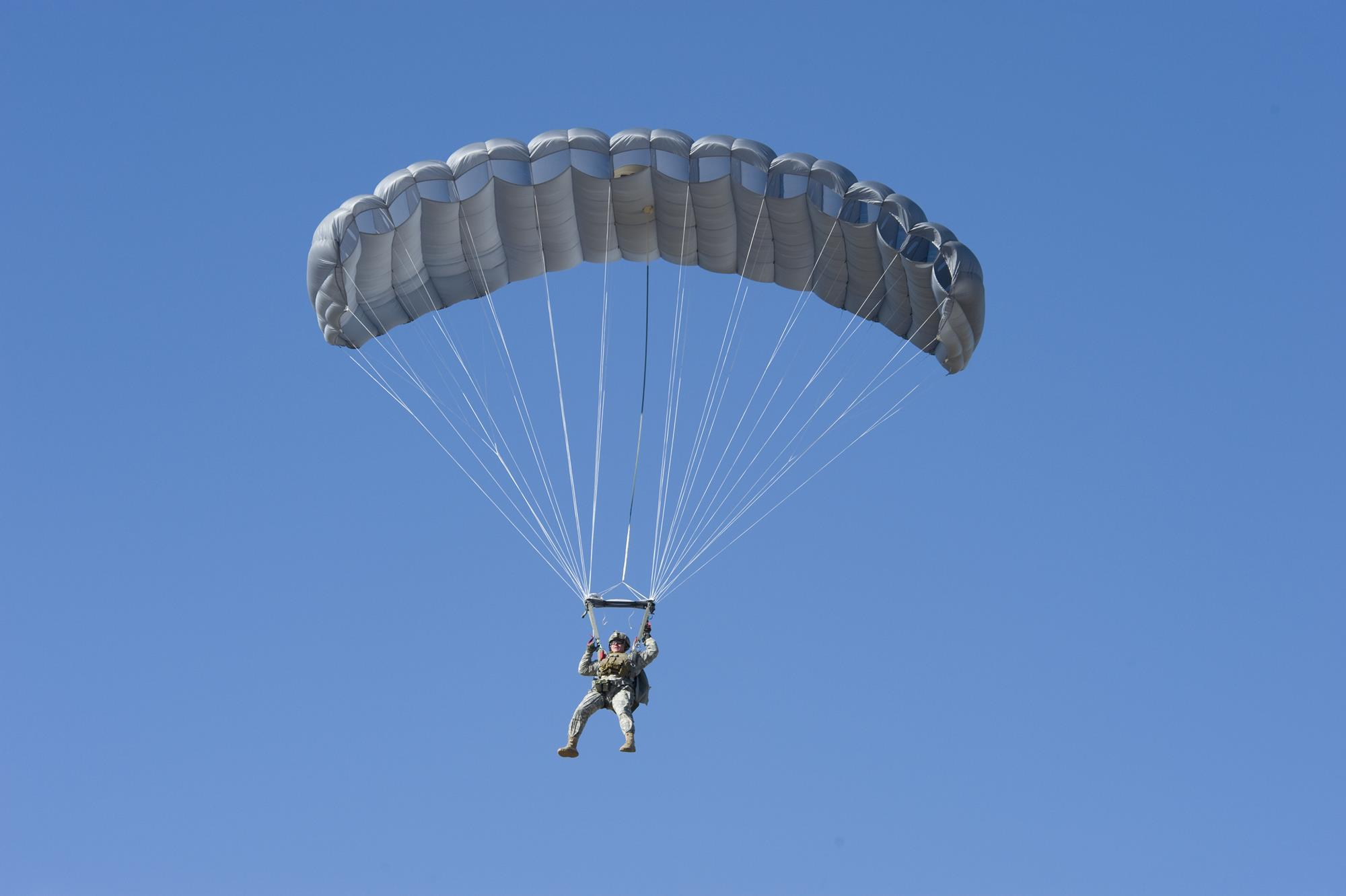 US Special Ops look for parachute to deploy above 25,000ft ...