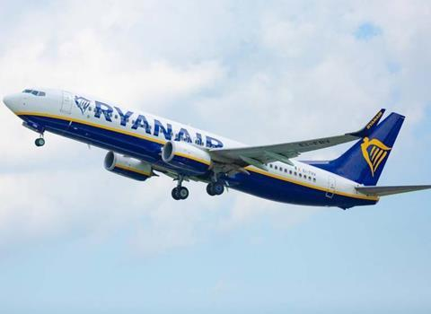 Ryanair 737-800-c-Ryanair