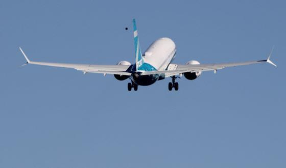 737 Max 7 airborne