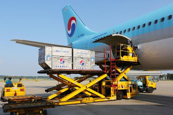 Korean Air A330 being loaded with air cargo