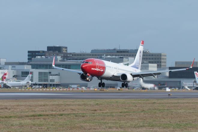 Norwegian 737-800 at Gatwick