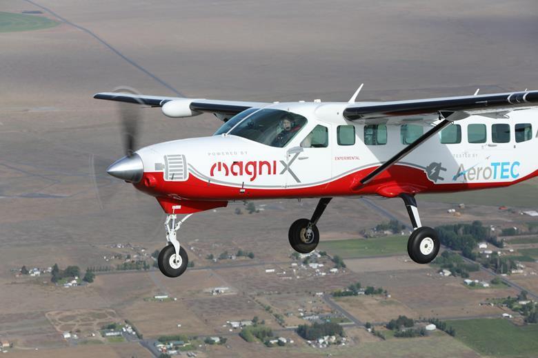 Avião elétrico faz voo inaugural em Moses Lake