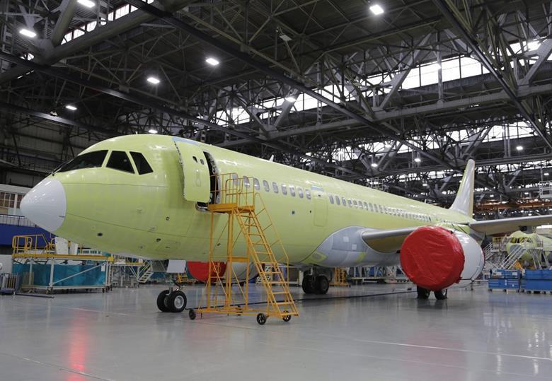 طائرة ركاب روسية جديدة تكمل أولى رحلاتها - صفحة 2 74640_mc21310cirkut_766671