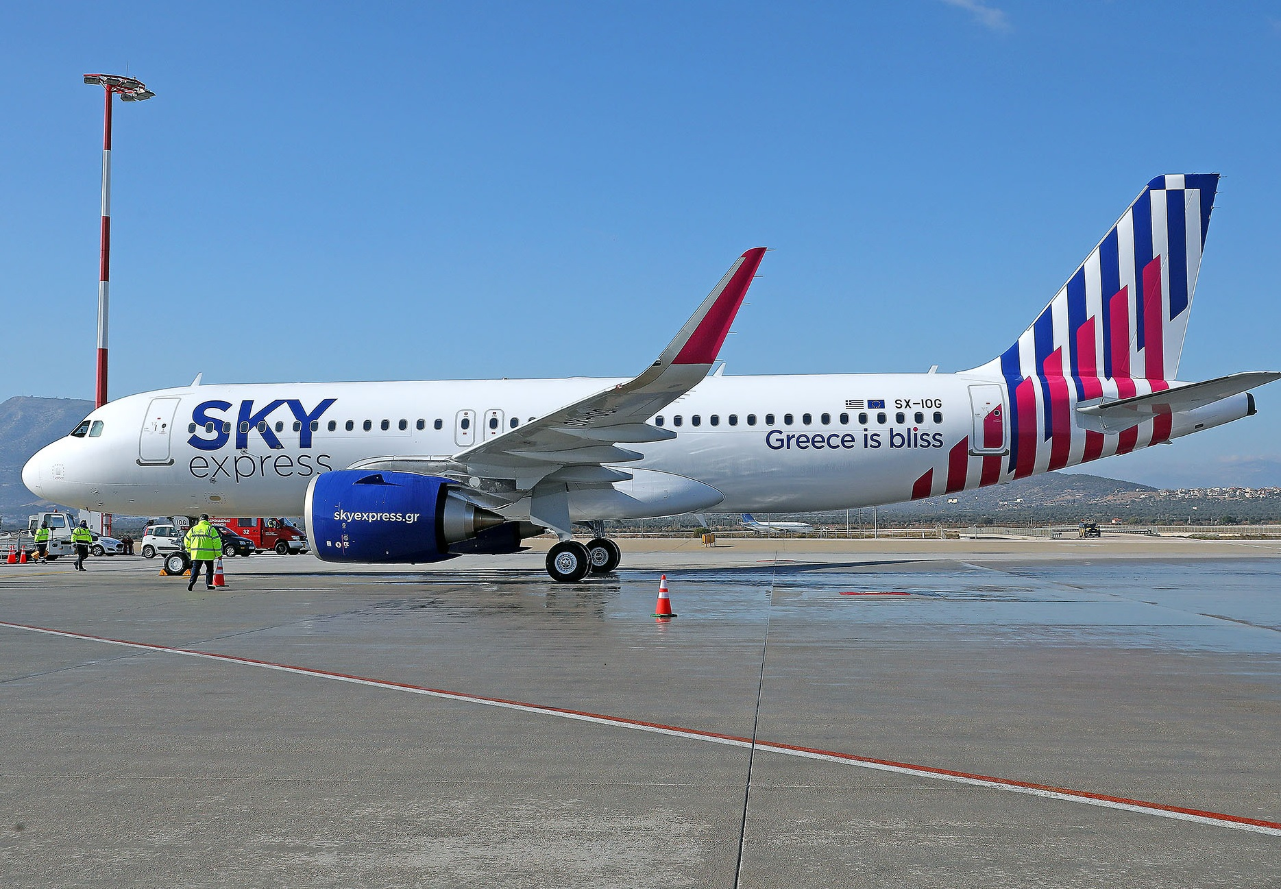 Greece's Sky Express shows off first A320neo